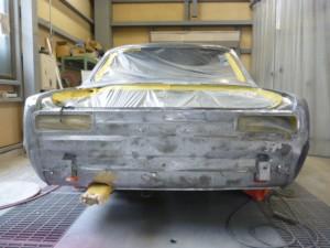 ハコスカ丸裸:塗膜を全剥離して鉄板の表面の状態(錆やキズなど)を確認します