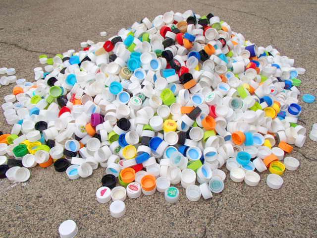 ボトルキャップを集めて長野県自動車整備振興会を通じ発展途上国の子どもにワクチンを贈る運動に協力しています